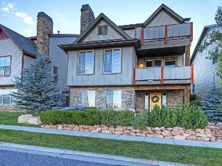 Townhouse w/hot tub & access to Bear Hollow clubhouse!, Park City