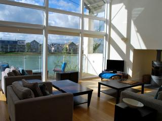 LUXURY COTSWOLD HOLIDAY HOME, Somerford Keynes