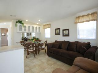 One Bedroom Cottage 3 Miles from the Beach!, Naples