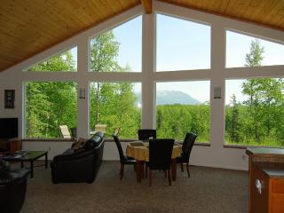 Rose Ridge: Upscale Cottage with a view!, Palmer