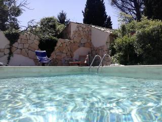 House with heated private pool and garden, Avignon