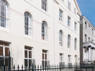 Central Exeter, large, well-equipped apartment