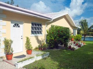 3-bed Waterfront Villa with Ocean Views - 2 min to, Freeport