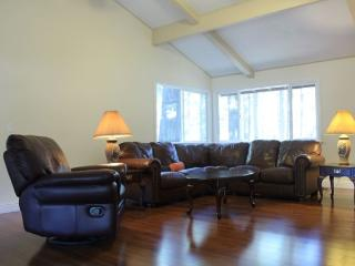 3BR+/2BA 2250 Sq Ft Gas BBQ/Foosball/Air Hockey, South Lake Tahoe