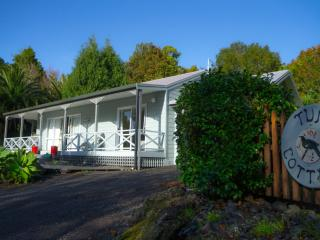Tui Cottage at tropical Driftwood Central, Kerikeri