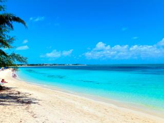 Rustic Beachfront Cottage for 2 on Grace Bay Beach, Providenciales
