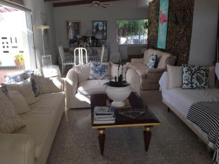 Peaceful Apartment on Private Beach, Pos Chiquito
