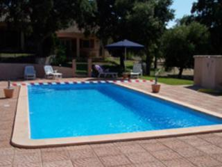 Cute and traditional villa with shared pool, Fontaine de Vaucluse