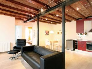 Sunny and central apartment, Barcelona