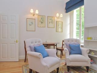 Hyde Park one bedroom flat with bags of charm, London