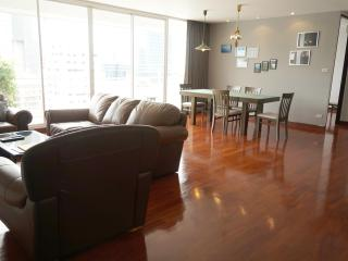 11FL. Central Spacious Trendy Condo, Bangcoc