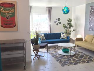 Modern 2BR in Downtown!, Palm Springs