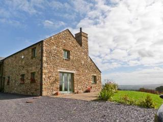 COTTAM HOUSE COTTAGE, woodburning stove, ground floor wet room, super king-size beds, garden with furniture, wonderful views, near Ribchester, Ref 30137