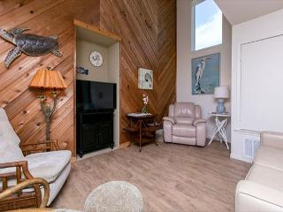 3BR/3BA Steps to the Beach and Pool at Lost Colony! Winter Texans Welcome!, Port Aransas