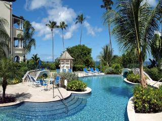 Luxury 3 bedroom beachfront apartment, fabulous pools, stunning sunsets and historic town, Mullins