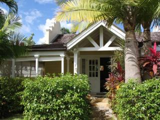 Barbados 166 is located just 100 metres from a lovely beach. With its 4 bedrooms, it is big enough for all of the family, Porters