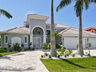Amazing vacation home- 4 stylish bedrooms- Large pool & spa- Magnificent views- Private dock, Saint James City