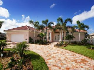 Amazing 4 Bedroom Cape Coral Vacation Rental with boat dock and private pool with hot tub., Matlacha