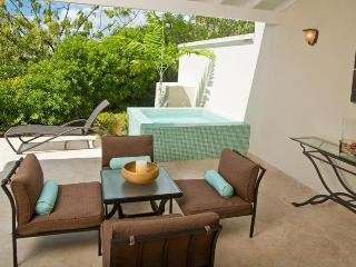 Classic 3 bedroom townhouse, with a plunge pool. Nightlife nearby, Atlantic Shores