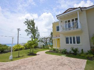 Classic 3 bedroom townhouse, overlooking the ocean. Outdoor dining and short walk to the beach, Atlantic Shores