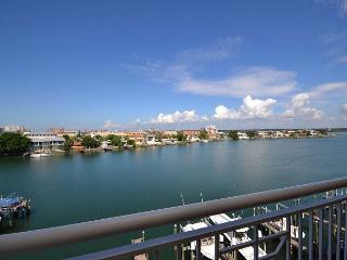 Bay Harbor 501 Luxuriously Upgraded Corner Penthouse with amazing Gulf Views!, Clearwater