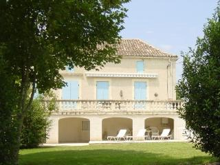Plantous - with large heated pool, Castillonnes