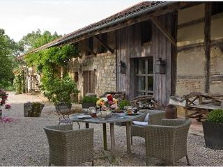 Urban chic and serenity in the countryside of Southern Burgundy, Frontenaud
