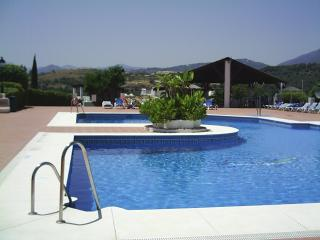 Relaxing apartment with large pool in Marbella