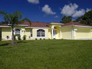 Lovely Private Home on Greenbelt-Pool Rotonda West
