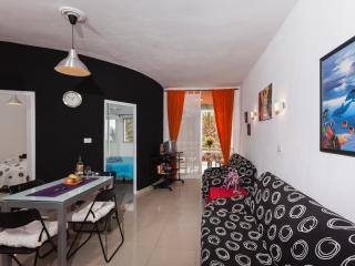 2 BEDROOM OCEANFRONT GEM WITH BALCONY, Los Cristianos