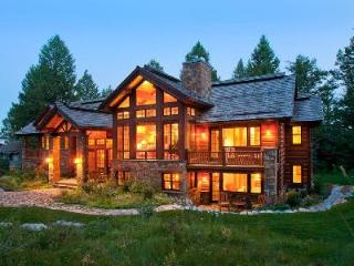 Secluded Mountain Home Two Wolves with Fireplace, Hot Tub & Easy Ski Access, Teton Village