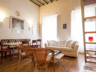 Cozy 3 Bedroom Apartment by the Duomo, Florence