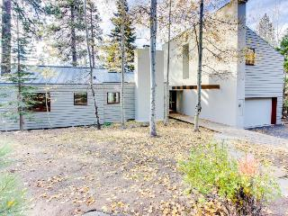 Three-bedroom lakeview home w/ loft, deck & gas grill!, Tahoe Vista