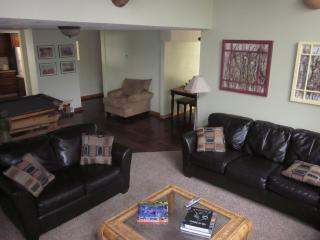 MOUNTAIN SETTING CLOSE TO PARK CITY - SLEEPS 10-12, Park City