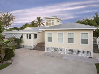 Fantastic, newly renovated 6 Bedroom Vacation Home with Huge Private Pool -  Sun Villa, Fort Myers Beach