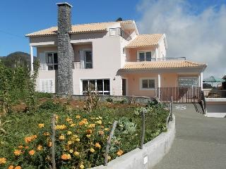 Holiday house with good location in Madeira Close, Calheta