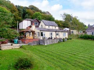 TY'R ARDD, near beaches, hot tub, off road parking and spacious gardens, in Pentraeth, Ref 19670