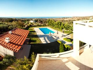 4 double bedroom villa with private pool & seaview, Rethymnon