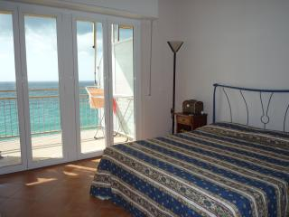 Beach front 1, two-rooms apartment, Pietra Ligure
