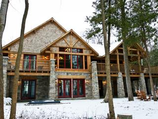 Serenity Cottage, Owen Sound Ontario 8 bdrm