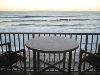 Penthouse Direct Ocean Front Condo! Million $ View, Satellite Beach