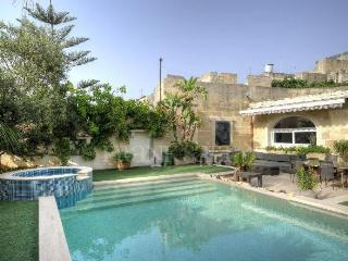 Expertly converted 300 year old House of Character, Zebbug