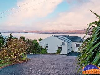 Quiet secluded traditional cottage by the sea, Kenmare
