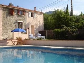 Roussillon gite, Pyrenees accommodation with pool, Villelongue-dels-Monts