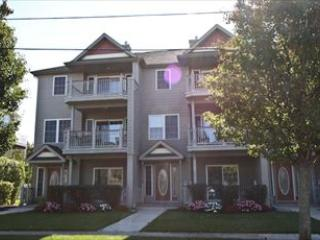 LARGE CONDO WITH POOL 124227, Cape May