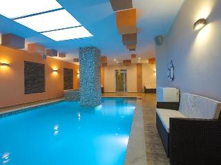 Self catering apartment with shared indoor pool, Swieqi