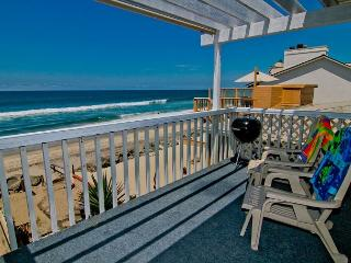 Lovely beach condo with full kitchen, bbq, semi-private beach area P5161-3, Oceanside