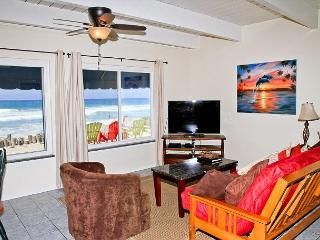 Lovely beach condo with full kitchen, bbq, semi-private beach area P5161-1, Oceanside