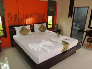 Villa Resort with Swimming Pool, 5-mins to Beach!, Ao Nang