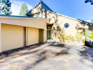 Pet-friendly getaway with swimming pool & resort access!, Truckee